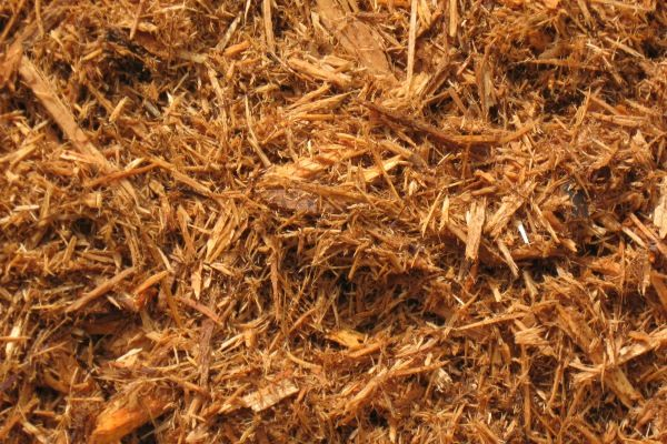 Colored mulch, hardwood mulch and bark nuggets for landscaping